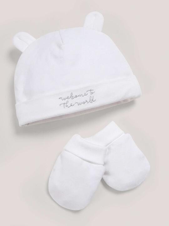 مجموعة قبعة وقفازات باللون الأبيض image number 1