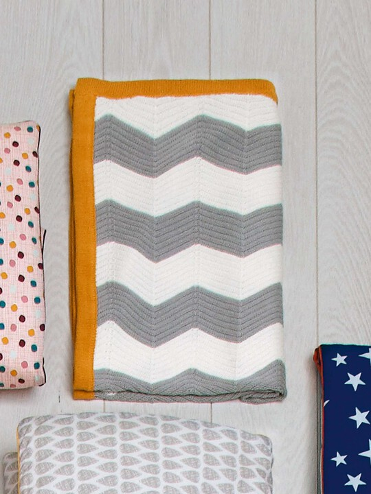 Patternology - Chevron Knitted Blanket image number 6