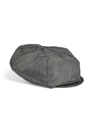 قبعة بلون رمادي